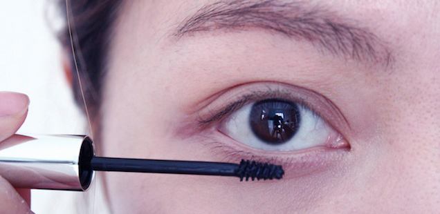 3ae887b8566 How to Put Mascara on Your Bottom Eyelashes : Get the Look to Kill