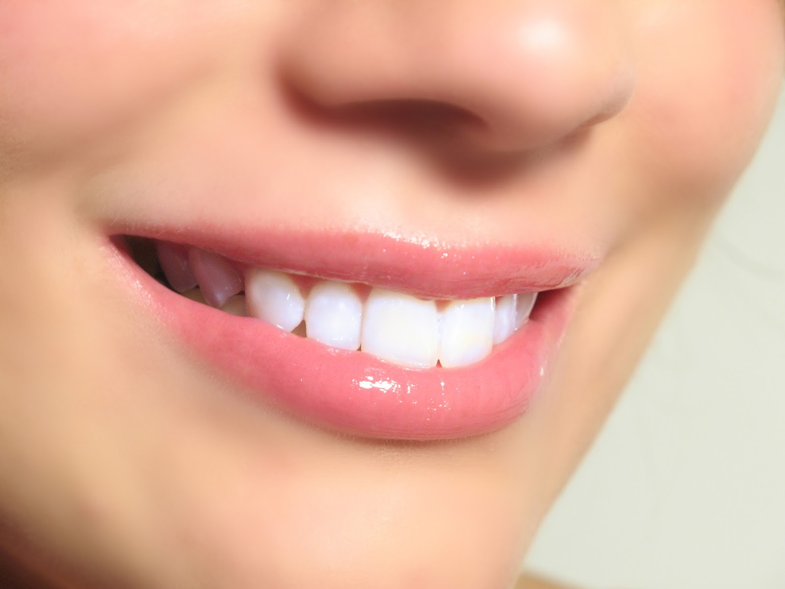 Easy Home Remedies To Whiten Teeth At Home Naturally