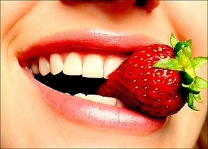 Whiten Teeth at Home Naturally